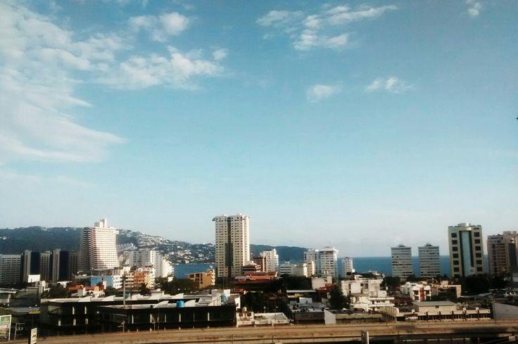 Y mirar a la vida como si, en lugar de pasar, te estuviese esperando. Ferenc Berko.  #Sinfiltros #Acapulco #Perspectiva