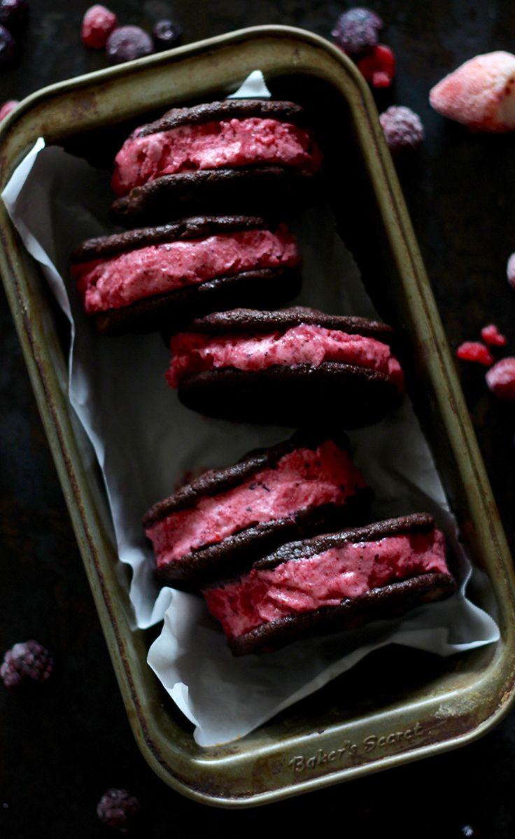 Easy chocolate and berry ice cream sandwiches   Natrel