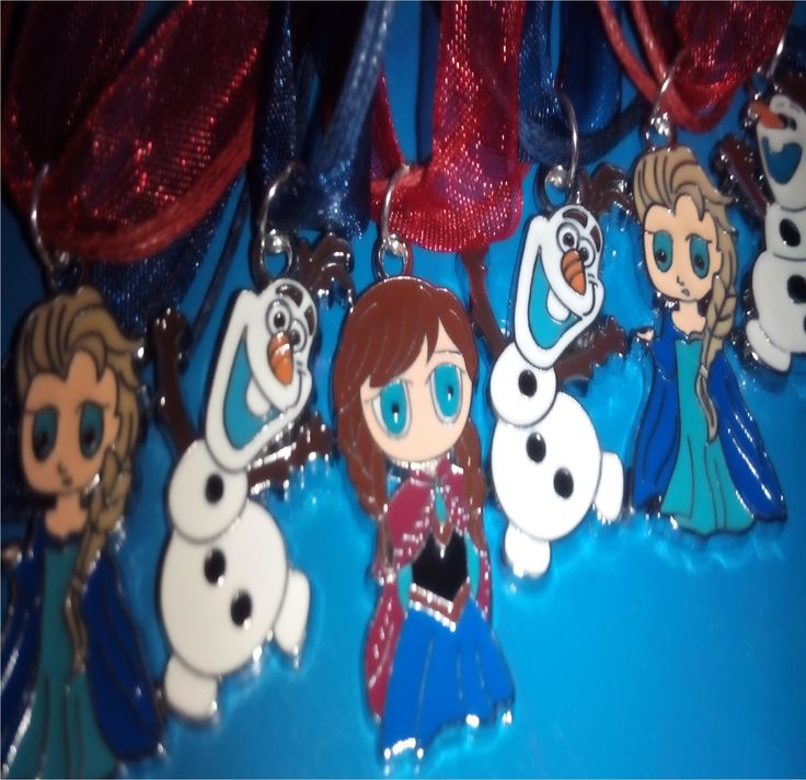 Stock e lotto di bellissime collane della principessa Elsa Anna e olaf il regno di ghiaccio Frozen. Minimo ordine d'acquisto 10 collane, se l'ordine è inferiore a 10 non viene elaborato e sarà fatto il rimborso. Possono essere regalati a maschietti (olaf + collana blu) e femminuccie (anna elsa + collana rossa). è necessario prenderne in parti uguali, tipo 3 + 3 + 4 e/o 4+4+4. Non si posso acquistare solo un personaggio.