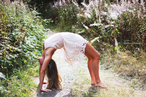 身体が硬いと健康に美容、心にまで良くないって知っていましたか?肩こりや太り体質、身体のたるみ、疲れやすいなど、身体が柔らかくなることで改善されることが多いんです!そんな硬い身体を柔らかくする究極の60秒ストレッチ方法をご紹介します。