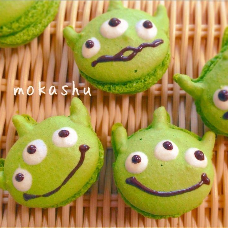 little green men macarons #treats #kids #aliens