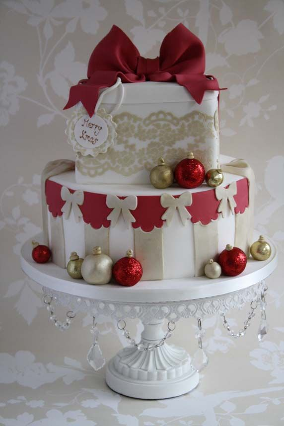 Pretty Red & Gold Lace Christmas Cake