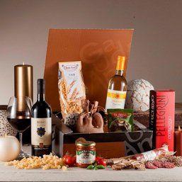 Bij de kerstpakketten Liora en Baltico zit een heerlijk recept met een mooi verhaal. Op 31 december, de dag die in Italië 'San Silvestro' wordt genoemd, krijg je na middernacht cotechino (varkensworst) of zampone (gevulde varkenspoot) met polenta en linzen voorgeschoteld.  Linzen symboliseren financiële rijkdom en ook de varkenspoot – zeer voedzaam vlees – staat voor overvloed. Zo hopen de Italianen het nieuwe jaar goed te beginnen.