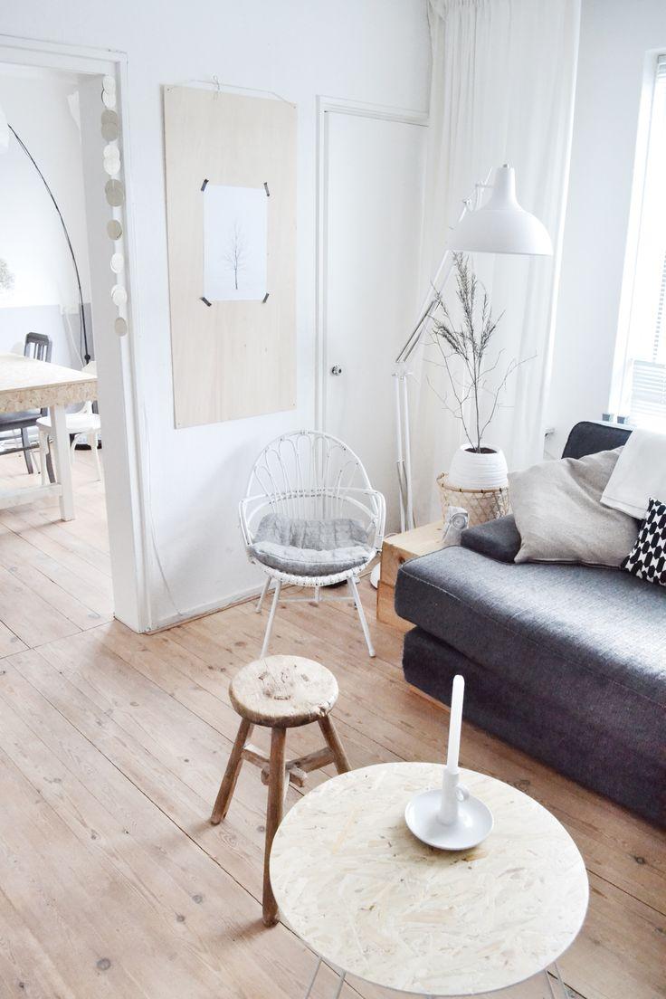 mooie vloer + tafel met witte poten en houten blad = mooi