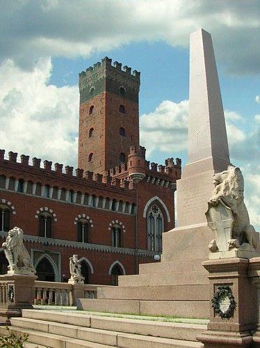Asti, Piazza Roma, monumento all'Unità d'Italia e Torre Comentina