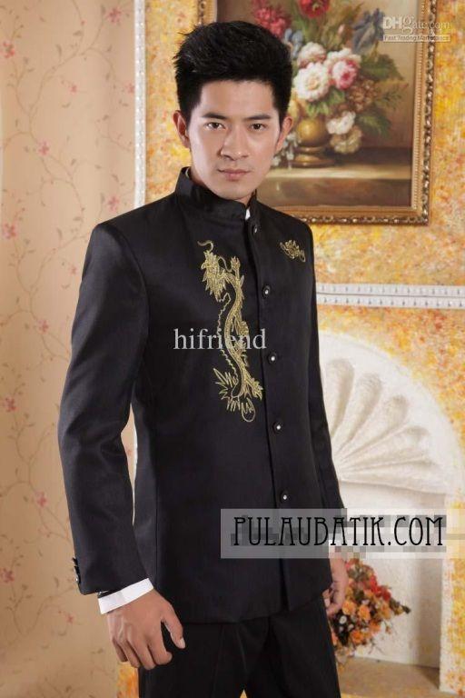 Pilihan jas pria yang bisa kami pakai sebagai busana di acara penting kamu. Jas pria dari bahan wool yang elegan dan berkelas. Belum lagi ada tambahan gambar naga dari benang emas dalam sebuah bordir