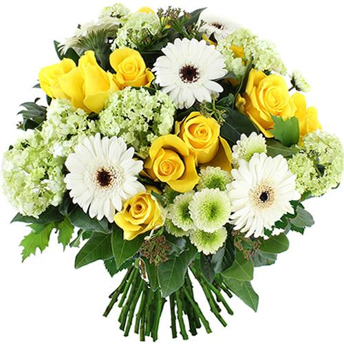 Un petit air du sud !  Vous apprécierez sans aucun doute cet ingénieux mélange de roses jaunes et de germinis blancs dans un écrin de feuillage d'un vert éclatant ! Ce charmant bouquet évoque les couleurs chaudes des paysages de Provence peints par Cézanne.