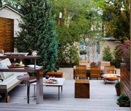 garden deck with a bar to serve drinks & yummy food