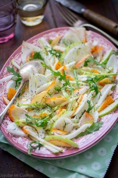 Salade de haddock, fenouil et pomme Granny Smith Pour 2 à 3 personnes : 1/2 filet de haddock 1 bulbe de fenouil 1/2 pomme verte (Granny Smith) Le jus et le zeste d'1/2 citron jaune zestes de citron vert zestes de combava de l'aneth quelques feuille de roquette (facultatif) de l'huile d'olive du vinaigre d'agrume