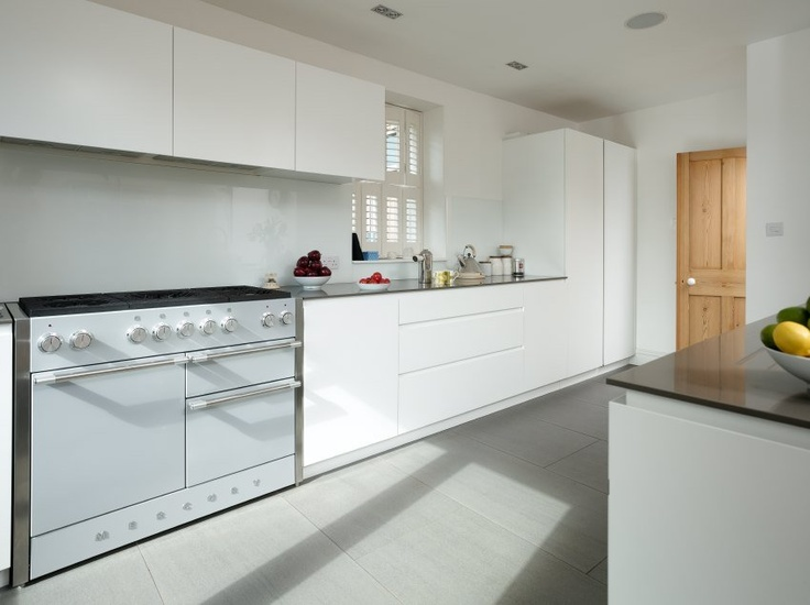 The Mercury range cooker contributes to the bold lines and minimalist white colour palette in this ultra modern, contemporary kitchen, which create a wonderfully crisp and refreshing environment.