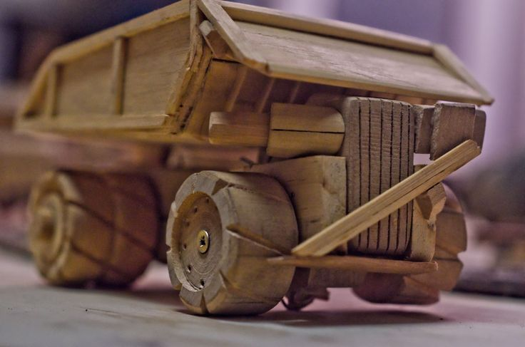 Camion de juguete minero. Hecho en Madera. Ver el video: youtu.be/3UHSWXfO8TU | Toy mine truck. Made of wood.