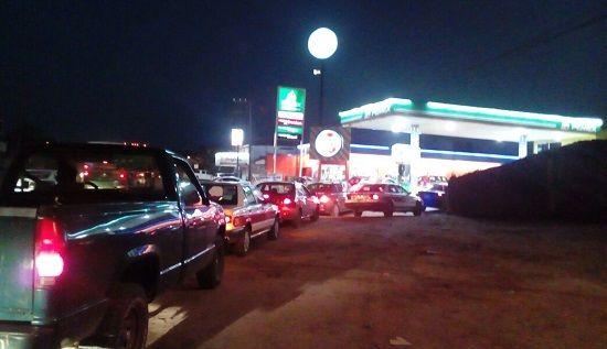 Gasolineras de Poza Rica argumentan escasez de Gasolina - http://www.esnoticiaveracruz.com/gasolineras-de-poza-rica-argumentan-escasez-de-gasolina/