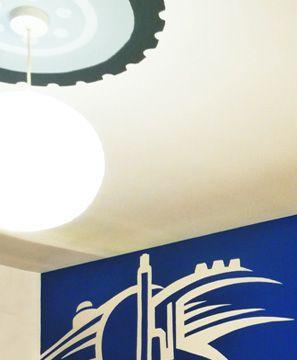 Ζωγραφική σε τοίχους και ταβάνι σε δωμάτιο αγοριού. Δείτε περισσότερες πρωτότυπες ιδέες διακόσμησης για το παιδικό δωμάτιο στη σελίδα μας www.artease.gr