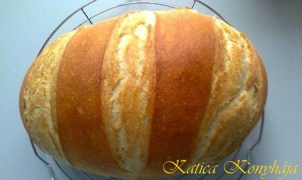 Évek óta szerettem volna olyan fehér kenyeret sütni, amit otthon (Magyarországon) lehet kapni, mivel már 18. éve német levegöt szívok...