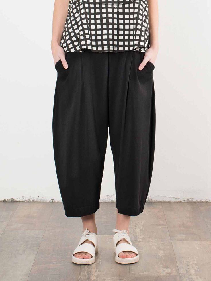 Mama B Cropped Jersey Balloon Pants in Black