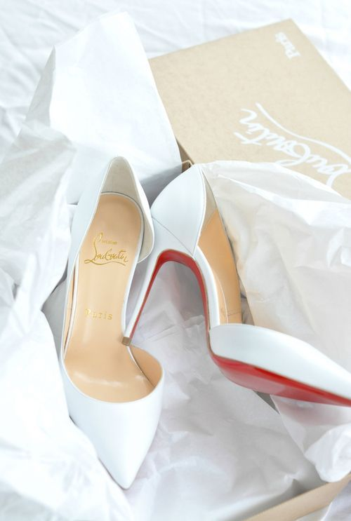 Skinny jeans and white Louboutins...sigh. Love the D'Orsay style.