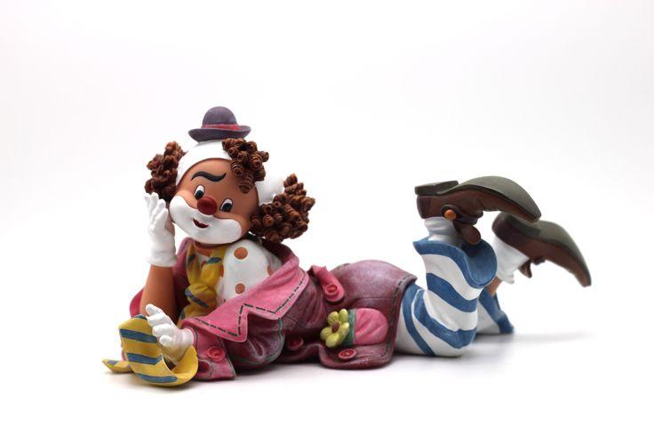 Coco The Clown's Tie  http://thecollectorsboutique.com/en/63-the-art-of-enchantment  #decoration #sale #porcelain #home decor #clown #figurine
