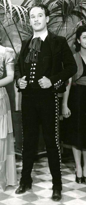 MANUEL ÁLVAREZ BRAVO, Retrato de Pedro Infante en la película ¡Viva mi desgracia!, dirigida por Roberto Rodríguez, Ciudad de México, 1943, de la colección División Fílmica