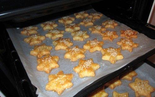 A tésztája nagyon puha, még két nap múlva is olyan finom, mint sütés után! A karácsonyi formáknak köszönhetően nagyon csinik! :)