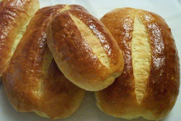 A l'origine un gâteau riche en oeufs et en sucre préparé traditionnellement pour les fêtes de Pâques et les mariages, la Brioche Vendéenne a...
