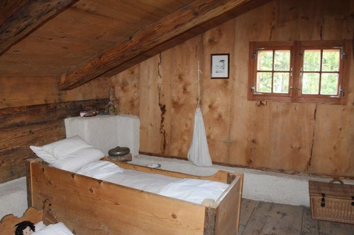 ハイジハウスの内部は、私たちが想い描く「アルプスの少女ハイジ」に登場するハイジの家そのものです。