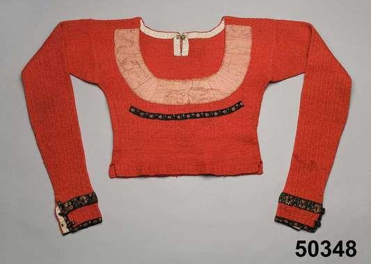 Spedetröja i ull med dekor av sidenband; Skytts, 1825-50. Nordiska Museet, nr. NM.0050348