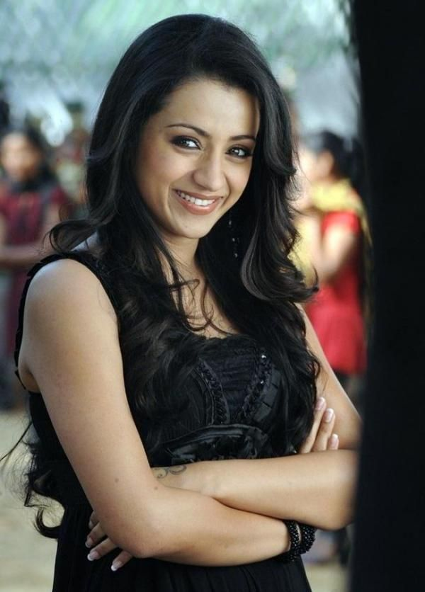Trisha Krishnan Sexy in Black Dress  7d3cccc9929