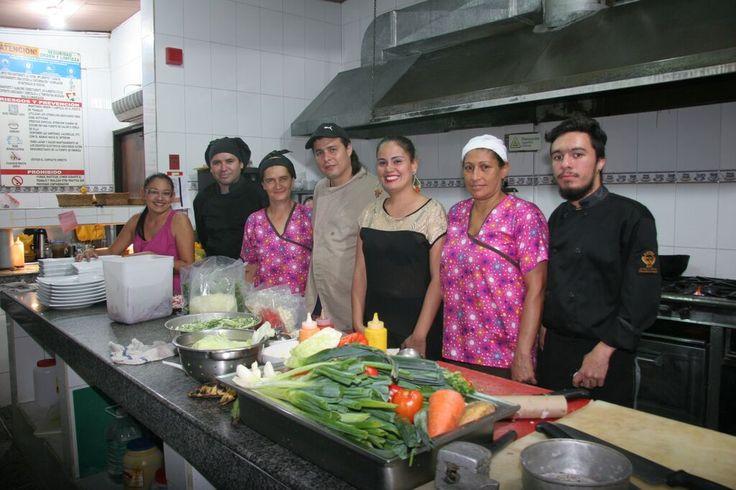 Team G8 y trabajadores del hotel las Lomas