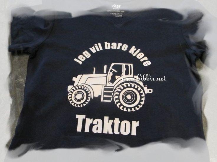 Et par T-skjorter som er laget på bestilling. Den første er til en dame som elsker Italia og den andre er til en gutt som elsker traktor....
