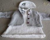 Ensemble fêtes fille : robe-gilet et bonnet en blanc et gris argenté : Mode Bébé par vacri