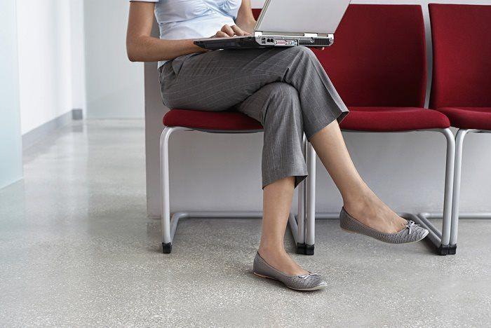 La incómoda sensación de las piernas inquietas, puede tener que ver más con un problema de salud que de seguridad, y los remedios caseros para acabar con