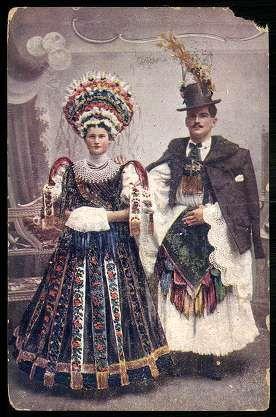 Mezőkövesdi népviselet. Matyó menyasszony és vőlegény | Képeslapok | Hungaricana