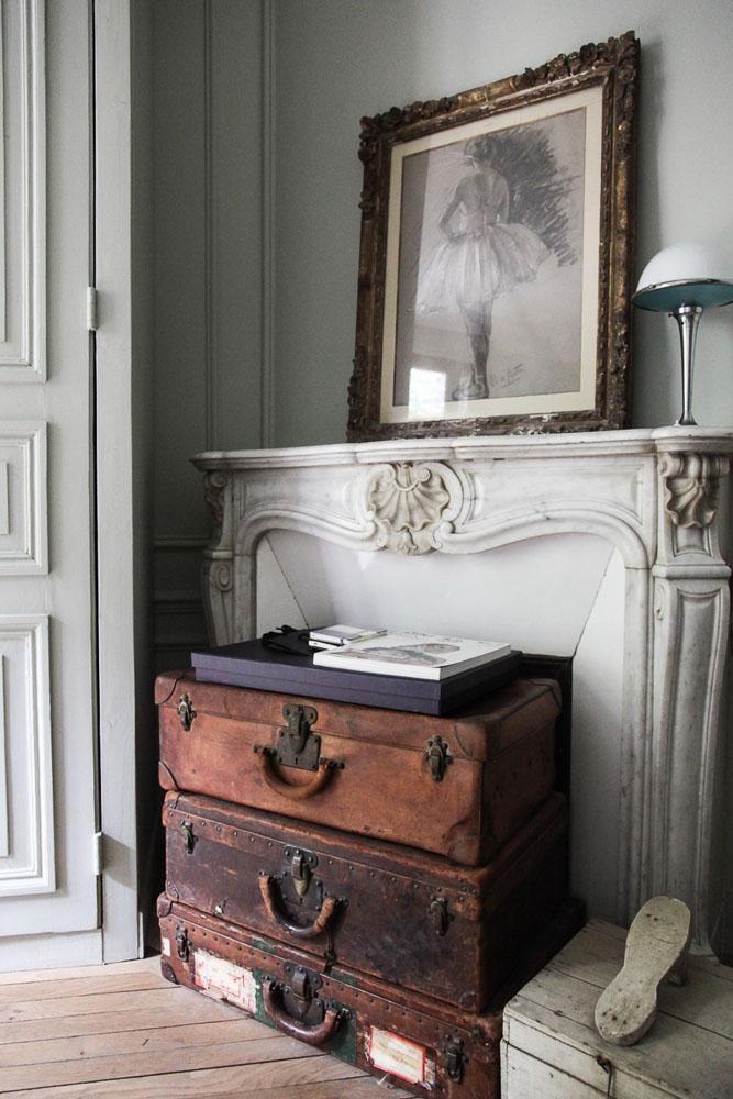 cheminée valises accumulation Laure Vial du Chatenet