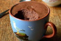 mousse de chocolate na xícara.