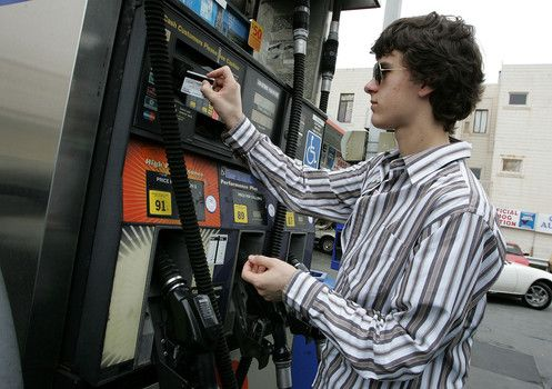 Best gas credit cards for 2014 from Card HubCard Hub announced its picks for the best credit cards for saving money on gas, with two categories: station-affiliated cards and regular, generic credit cards that offered cash back on gas purchases. I like the generic option myself. http://www.examiner.com/article/best-gas-credit-cards-for-2014-from-card-hub