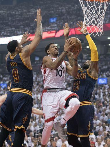Toronto Raptors guard DeMar DeRozan (10) drives to