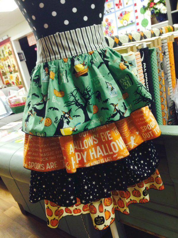 Girlfriend Ruffle Apron - Vintage Halloween Style!