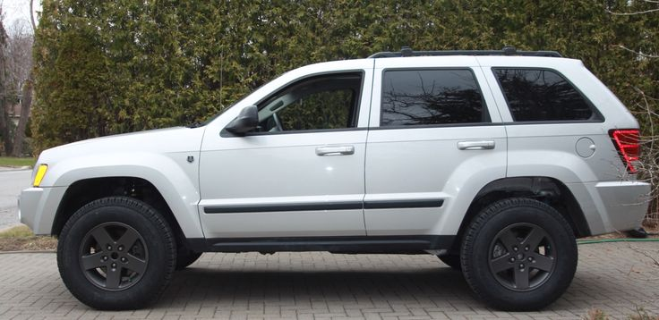 """2007 Jeep WK Grand Cherokee. OME 3"""" lift. Cooper Discoverer LT 235/80 R17"""
