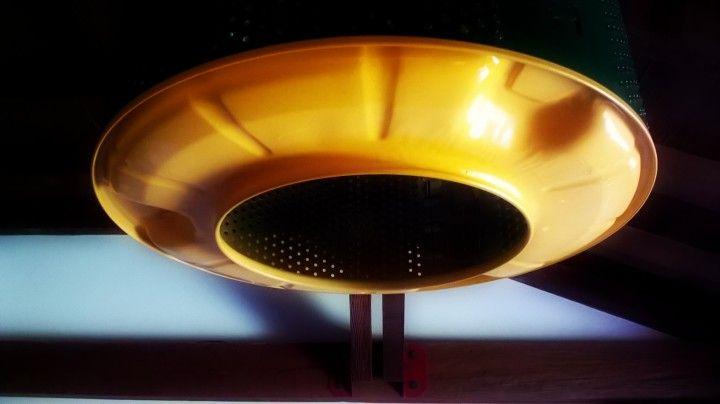 Lampara tambor verde + amarillo. lavarropas levantado de via publica, desarmado, pulido y pintado. modelo a pedido para casa en combinación madera, muy aplicado a la locacion. aplique de lampara en habitacion complemento con lámpara de cocina.
