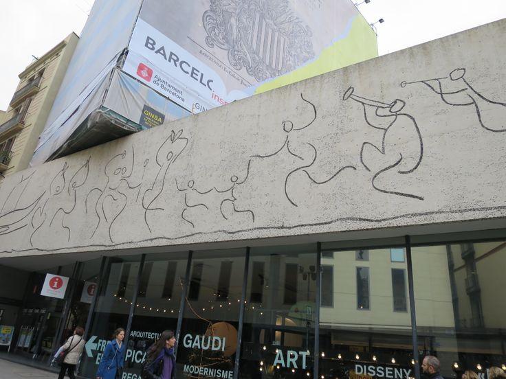 ピカソの壁画 その3。 なんだか楽しそう!
