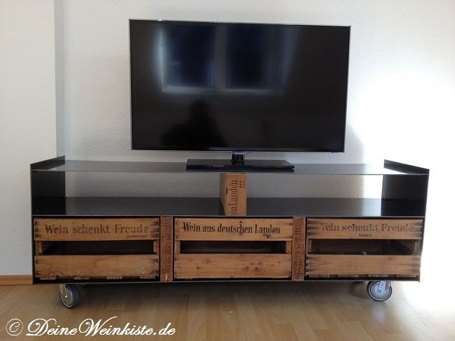 inspiration designer tv rack mit weinkisten wohnen. Black Bedroom Furniture Sets. Home Design Ideas