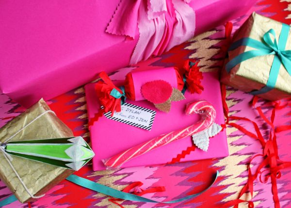 Funky + Bright #Gift #Wrap Ideas from @cyd on The Sweetest Occasion blog: Bright Christmas Wraps, Christmas Crafts, Wraps Ideas Maine Png, Gifts Ideas, Holidays Gifts, Gifts Wraps, Wraps Gifts, Christmas Ideas, Diy Christmas