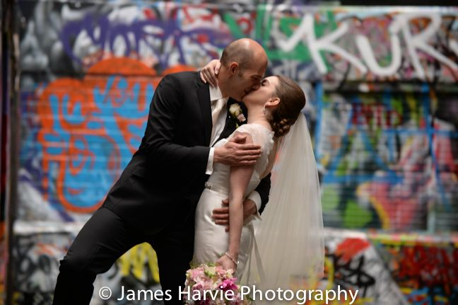 Wedding Kiss Hosier lane Melbourne: http://www.harviephotography.com.au