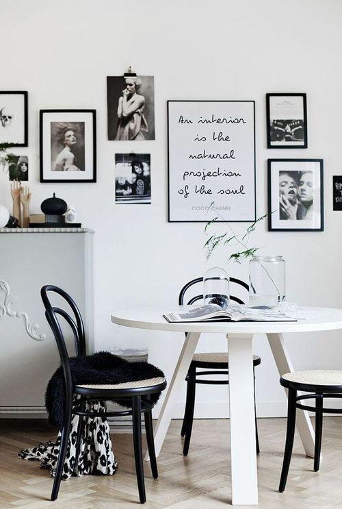 Sala De Jantar Branca E Preta ~ de sala de jantar com posters em preto e branco, mesa redonda branca