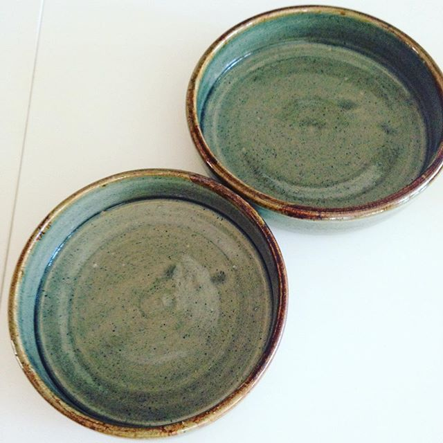 #tapasdish #handmadewithlove #glazing #olivegreen #mangan #pottery #wheel #rhodahenningstudio #mich #lavolpe #madeinsa #hechoamano #ihavethisthingwithpottery