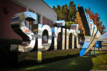 Sprint attacks T-Mobile with $60 unlimited data plan #what #phone #companies #offer #unlimited #data http://los-angeles.remmont.com/sprint-attacks-t-mobile-with-60-unlimited-data-plan-what-phone-companies-offer-unlimited-data/  # ​Sprint attacks T-Mobile with $60 unlimited data plan Sprint's unlimited data plan lives on. as the company takes its new pricing assault to rival T-Mobile. On Thursday, Sprint unveiled a $60 Unlimited Plan for individual customers. The new service offers unlimited…