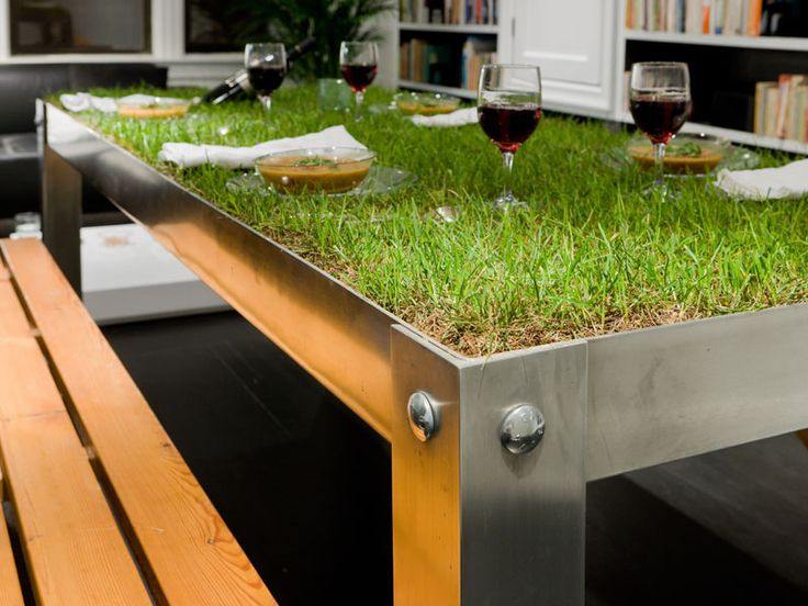 Grass on the picnic table. Love this idea.