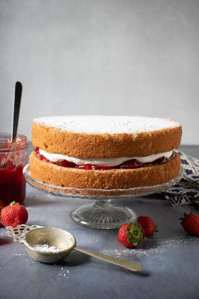 This easy one-bowl vegan Victoria sponge is light, fluffy and absolutely delicio… – Food