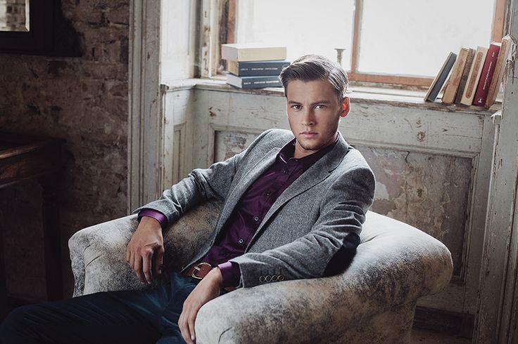 Jacket: BLAZY - greyI Shirt: GORDON - purple I Trousers: RISKY - navy