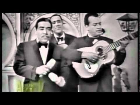 El bolero es un género musical de letras románticas, con carácter reflexivo y de gran sensualidad. Hoy recopilamos28 grandes canciones del género interpretadas por artistas eternos. ¡Disfrútalos!